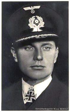 """Kptlt. Klaus Scholtz. Kdt. """"U 108"""". 26.12.1941. EL. (123) 10.9.1942."""