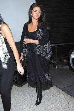 Selena Gomez Photos - Chubby Faced Selena Gomez Departing On A Flight At LAX - Zimbio