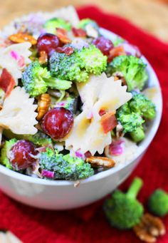 Do you love traditional broccoli salad? Then try it turned into a super delicious pasta salad! Broccoli Pasta Salad with Grapes packs all the fabulous flavors of traditional broccoli salad, with the added hearty punch of pasta. Pasta Recipes, Salad Recipes, Dinner Recipes, Cooking Recipes, Grape Recipes, What's Cooking, Kitchen Recipes, Summer Recipes, Healthy Salads