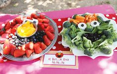 oscar-the-grouch-veggie-platter & cute fruit platter!!