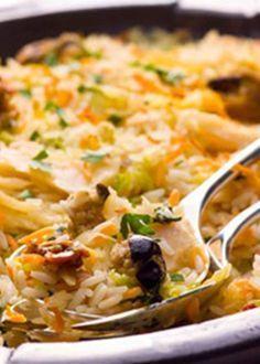 Arroz de bacalhau no forno com alheira de bacalhau Cod Recipes, Fish Recipes, Cooking Recipes, Healthy Recipes, Arroz Risotto, Seafood Pasta Recipes, Portuguese Recipes, Portuguese Food, Healthiest Seafood