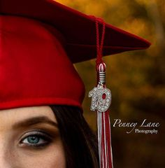 Senior Portraits Cap And Gown Maternity Photos – girl photoshoot poses