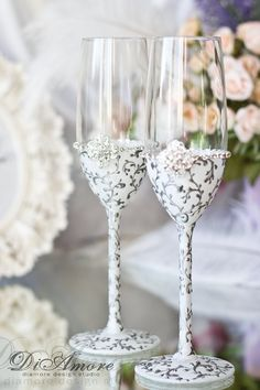 White & Silver Design Wedding champagne glasses from the collection LACE  These unusual glasses are perfect for the wedding of classical, black & white