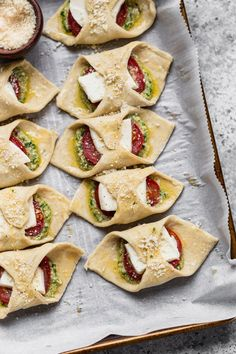 Samosas, Empanadas, Appetizers For Party, Appetizer Recipes, Homemade Pesto, Puff Pastries, Tapas, Oreo, Gourmet