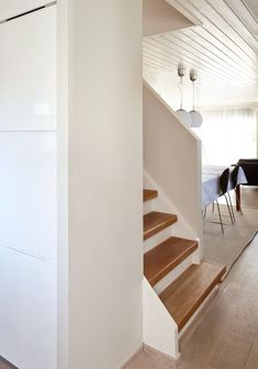 Huseierne ønsket seg mer plass og en peisovn i det trange kjøkkenet Stairs, Kitchen, Home Decor, Stairway, Cooking, Decoration Home, Room Decor, Kitchens, Staircases