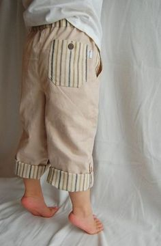Free toddler pants tutorial with printable pattern pieces, pockets, cuffs and more - I have a lot of fabric and I really want to make Owen some pants with knee patches for crawling more comfortably and durably, but I need to get past this RA flare first. Sewing Kids Clothes, Sewing For Kids, Baby Sewing, Free Sewing, Diy Clothes, Sewing Pants, Clothes Storage, Sewing Diy, Toddler Pants