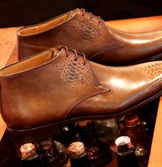 Magnanni shoes painted with impression of snakeskin at Zwartjes van 1883 Magnanni Special Event