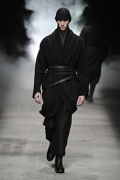 Paris Fashion Week Damir Doma Fall 2010 is part of Fashion - Alternating between black and ash gray, Damir Doma uses the fall season as the perfect opportunity to pack the volume back on Creating his own bubble away from… Fashion Week, Runway Fashion, Mens Fashion, Fashion Outfits, Fashion Movies, Mode Cyberpunk, Cyberpunk Fashion, Damir Doma, Style Noir