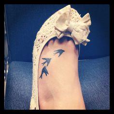 trendy small bird tattoo on foot tatoo Trendy Tattoos, Small Tattoos, Tattoos For Guys, Tattoos For Women, Cool Tattoos, Tatoos, Bird Tattoo Foot, Bird Tattoo Men, I Tattoo