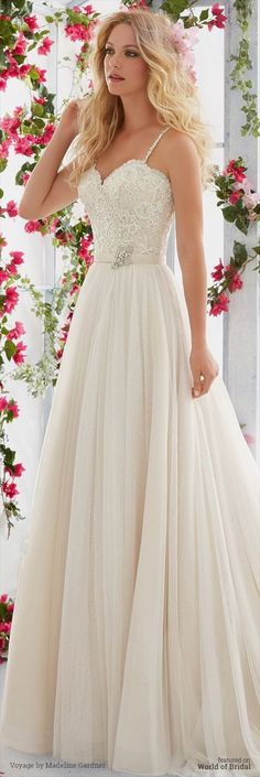 White wedding dress. Brides think of having the ideal wedding day, but for this they need the best wedding dress, with the bridesmaid's outfits complimenting the brides-to-be dress. These are a variety of ideas on wedding dresses.