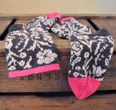 Knit wool socks Roosa Nauha Kukkaniitty kaksneljaseitteman.blogspot.fi/