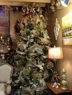 Beautiful Golden Christmas Tree Decor