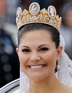 Crown Victoria wore the Royal Swedish Wedding Crown at her wedding on June 19, 2010 - I can't quite get over the cameos. They're just that fabulous.
