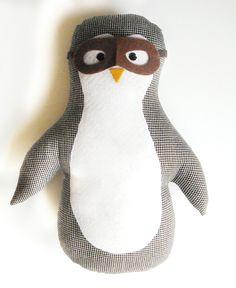 Alfie, pinguinul explorator  #mascota/ perna/ jucarie din material textil, dimensiune aprox 40 cm.  #fabricatinRomania Snowman, Disney Characters, Fictional Characters, Character, Snowmen, Fantasy Characters