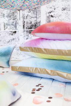 Une touche de pluie, stylisme déco et création d'objets poétiques, des coussins de sol tie and dye teints à la main par Les Trafiquantes