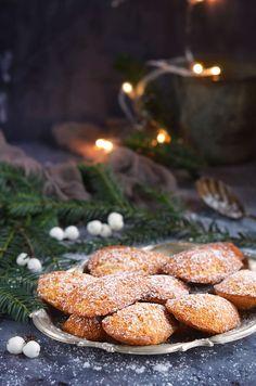 Mézeskalácsos madeleine recept Gingerbread madeleine recipe Madeleine Recipe, Mousse, Gingerbread, Cookies, Recipes, Food, Crack Crackers, Ginger Beard, Eten
