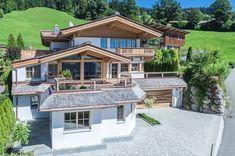 Sonnig, ruhig gelegen und umgeben von einer exzellenten Nachbarschaft, präsentiert sich das exklusive Landhaus auf dem Kirchberger Sonnberg.