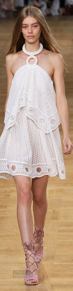 Chloé.Spring 2015. http://www.pinterest.com/mariahelena55/lace-fashion-weeks-2015/