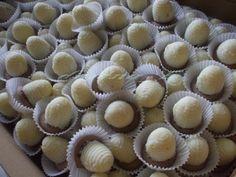 Kokosové úliky - obrázok 3 Mini Cupcakes, Ale, Muffin, Breakfast, Food, Basket, Morning Coffee, Ale Beer, Essen