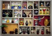 Do you remember the fun of playing lego when you were a child? If yes, you probably want your kids to feel the same fun, especially when you have huge amount of lego and decided to make the lego room to store them at your house. Lego Display, Lego Minifigure Display, Display Case, Lego Shelves, Lego Storage, Storage Ideas, Lego Design, Lego Friends, One Piece フィギュア
