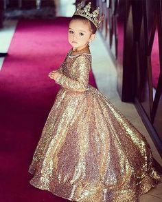 Vestido de princesa dorado para niña