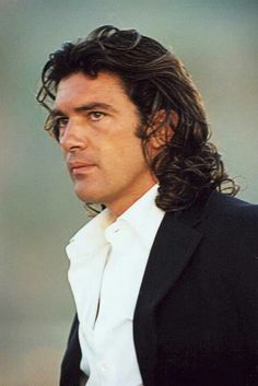 Antonio Banderas  ~~  Love to hear him talk, sooo sexy!