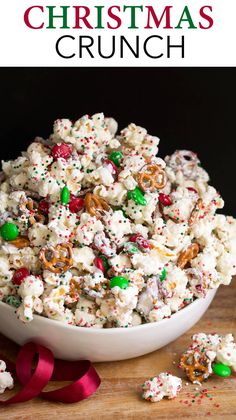 Every Christmas season this popcorn recipe is a reader favorite (I first shared this recipe 7 years ago)! This addictive white choco… - New Site Christmas Crunch, Christmas Popcorn, Easy Christmas Treats, Christmas Food Gifts, Holiday Snacks, Christmas Chocolate, Christmas Sweets, Christmas Cooking, Holiday Parties