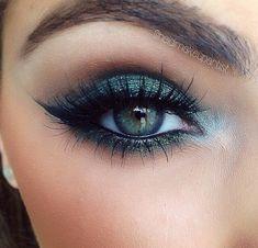 Blue/grey smokey eye