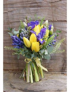 Tulip Bouquet Discover 29 beautiful spring wedding bouquet ideas Looking for flower ideas for the bride and bridesmaids at your spring wedding? Spring Wedding Bouquets, Spring Bouquet, Flower Bouquet Wedding, Spring Flowers, Flower Bouquets, Bridal Bouquets, Iris Bouquet, Spring Weddings, Hyacinth Bouquet