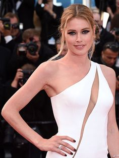 2015 Cannes Film Festival - Doutzen Kroes's relaxed middle-part updo with tendrils and heavy black eyeliner