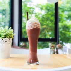 Sweet Beverage Recipe: Peanut Butter Chocolate Fudge Milkshake http://12tomatoes.com/2014/10/sweet-beverage-recipe-peanut-butter-chocolate-fudge-milkshake.html