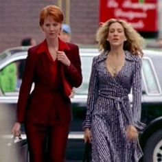 We're SO into Miranda & Carrie cosplaying as career women from the 1970's. They both look super hot and the symmetry between their exaggerated collars is compelling af. Also we take back everything that we ever said about the DVF wrap dress. (S3/EP9) #MirandaHobbes #CarrieBradshaw #DianevonFurstenberg #WrapDress #70sLook
