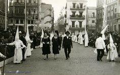 Sevilla Spain, San Francisco, Plaza, Street View, Solar, Interior, B W Photos, Antique Photos, Tourism