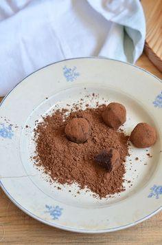 O café motiva ao encontro, à conversa. A ficarmos juntos à mesa, em volta de chávenas aromáticas e estimulantes. Em irmos até uma...
