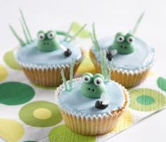 Frog Pond Fairy Cakes Recipe: Friendly frog and fly fairy cakes that cheeky monkeys won't be able to resist. Great fun for birthdays! - One of hundreds of delicious recipes from Dr. Frog Cupcakes, Spring Cupcakes, Cute Cupcakes, Cupcake Cookies, Decorated Cupcakes, Cupcakes Kids, Cake Kids, Easter Cupcakes, Themed Cupcakes