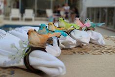 Porta guardanapo de pássaros com argola de madeira. <br> Enviamos cores conforme disponibilidade. Caso queira escolher entre em contato.