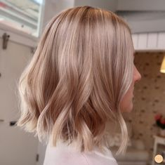 Golden Blonde Balayage for Straight Hair - Honey Blonde Hair Inspiration - The Trending Hairstyle Blond Rose, Brown Blonde Hair, Short Blonde, Short Wavy, Long Bob, Beige Hair, Blonde Honey, Medium Blonde, Honey Hair