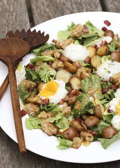 Bacon, Sous-Vide Eggs, Garlic Toasts and Escarole Salad – Salade Lyonnaise