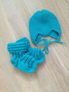 Knitted baby wool socks and hat
