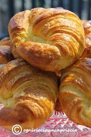 croissant ricetta montersino Croissant Recipe, Cocktail Desserts, Best Italian Recipes, Puff Pastry Recipes, British Baking, Vegan Dishes, Finger Foods, Sweet Recipes, Donuts