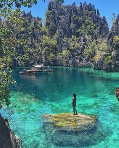 What makes Palawan the best island in the world? - What makes Palawan the best island in the world? Beautiful Places In The World, Beautiful Places To Visit, Places To See, Amazing Places On Earth, Wonderful Places, Beautiful Things, Coron Island, Destination Voyage, Photos Voyages