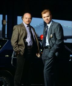 NYPD Blue - Detective Andy Sipowicz (Dennis Franz) and Detective John Kelly (David Caruso) David Caruso, Dennis Franz, Cops Tv Show, Nypd Blue, Star Wars, Old Tv, Man Crush, Detective, Movies And Tv Shows