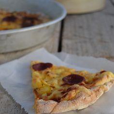 Aπλώνεται λεπτή και μπορεί να χρησιμοποιηθεί για κάθε είδος πίτσας, πεϊνιρλί ή φοκάτσια. Από τον Γαβριήλ Νικολαΐδη