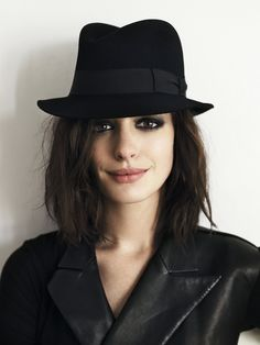 want to duplicate this look in every way. love her choppy hair & dark eyes.