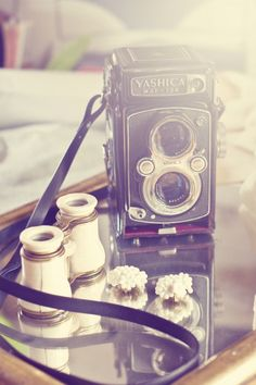 Look almost like one of the photo I took at a wedding! I just love all vintage cameras! gotta buy more!