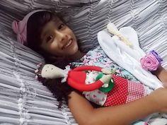 Minha boneca e suas bonecas by Renata Pimentel