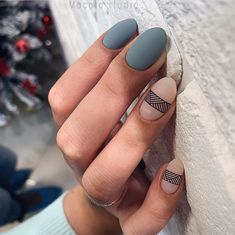 Want some ideas for wedding nail polish designs? This article is a collection of our favorite nail polish designs for your special day. Remove Acrylic Nails, Acrylic Nail Art, Oval Nail Art, Acrylic Nails Almond Matte, Almond Nails, Minimalist Nails, Perfect Nails, Gorgeous Nails, Nail Polish Designs