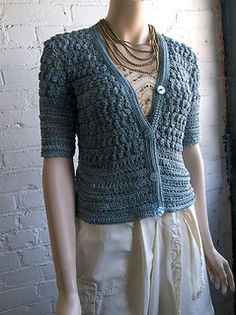 Free pattern alert! would love to make this cardigan! #crochet #ganchillo rebeca de ganchillo patrón gratis!