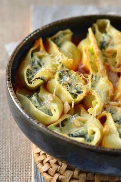 Recette Pâtes conchiglioni farcies ricotta épinards recettes de «one pot pasta Yummy Veggie, Veggie Recipes, Pasta Recipes, Vegetarian Recipes, Cooking Recipes, Healthy Recipes, Recipe Pasta, Confort Food, Food Porn