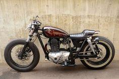 Kawasaki 250TR Cafe Racer by Flakes Motorcycle #motorcycles #caferacer #motos | caferacerpasion.com